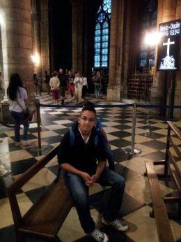 בתוך כנסיית נוטרדאם