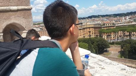 עידן מהרהר...מבט מטירת סנט אנג'לו
