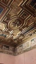 התקרה באחד החדרים בטירה